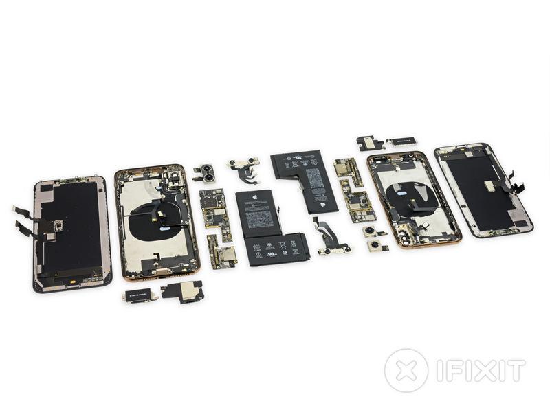 iPhone XS и XS Max;