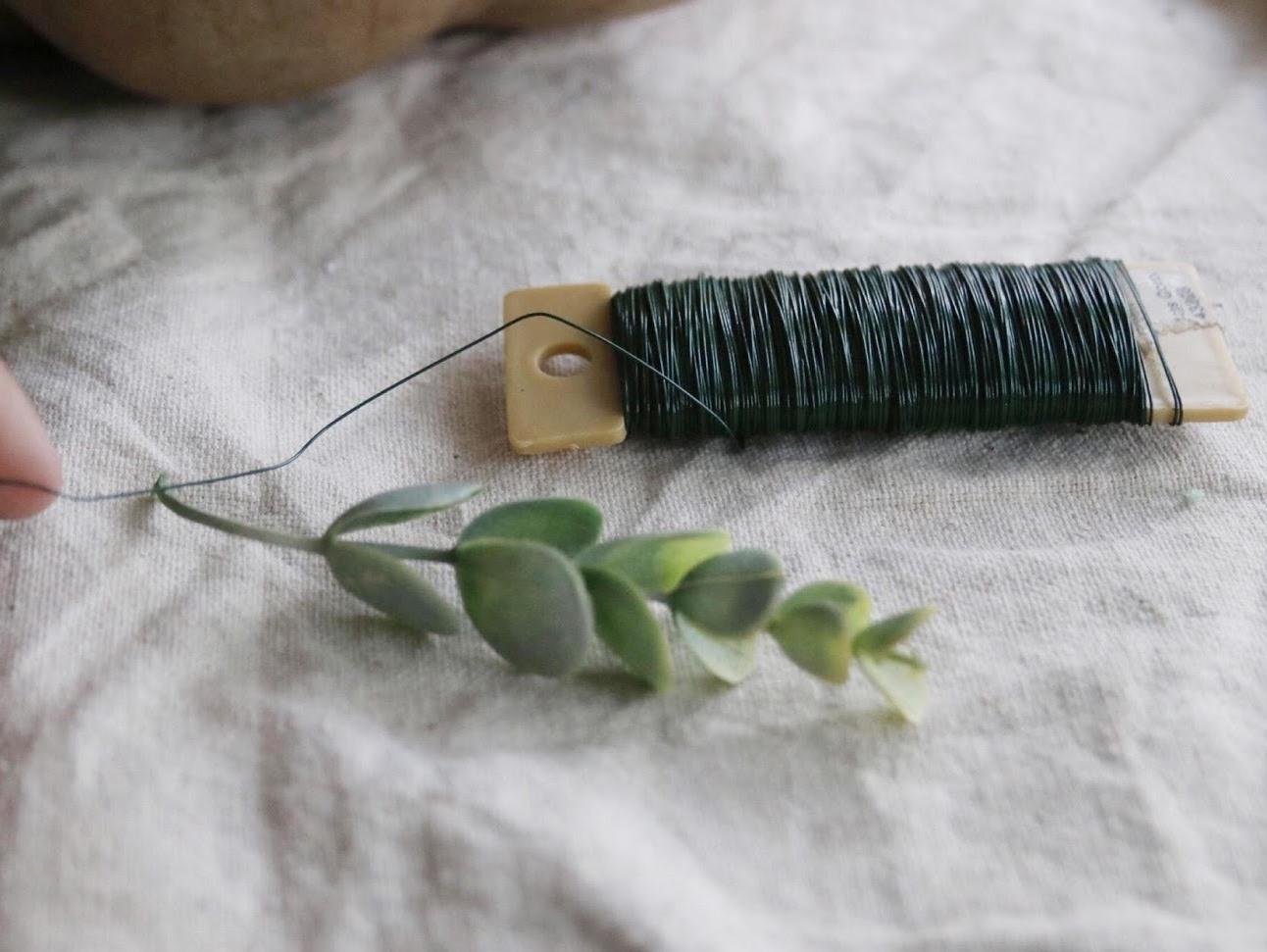 Как сделать цветочную композицию - возьмите стебель и проволоку
