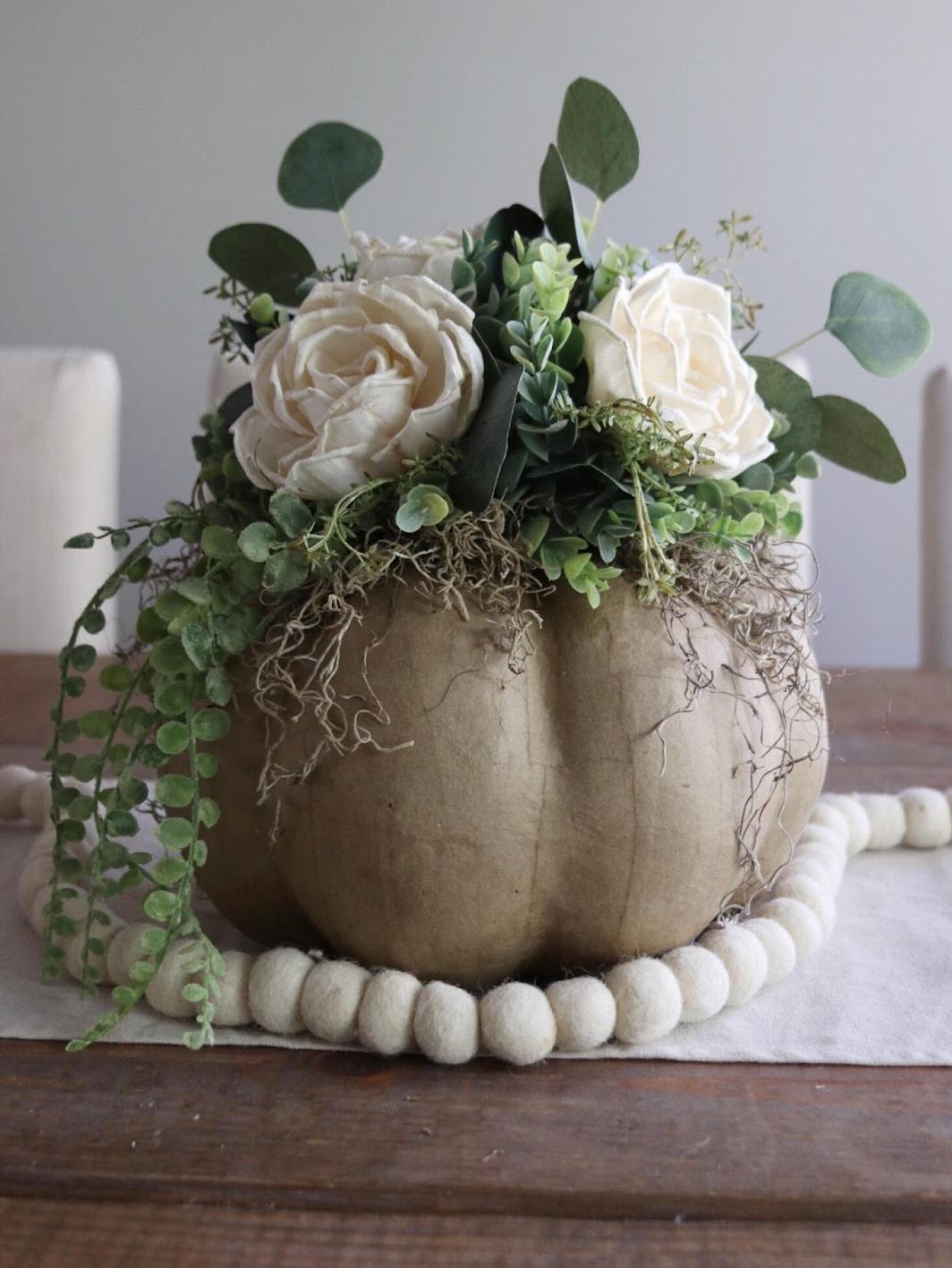 Как сделать цветочную композицию - прикрепите мох