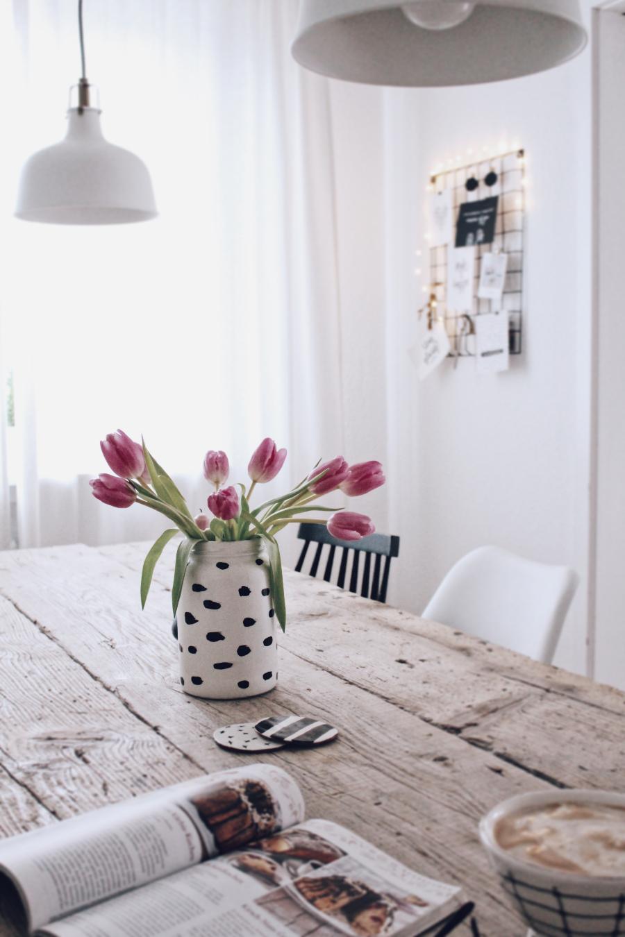 Как сделать вазу из банки с помощью красок - готовое изделие