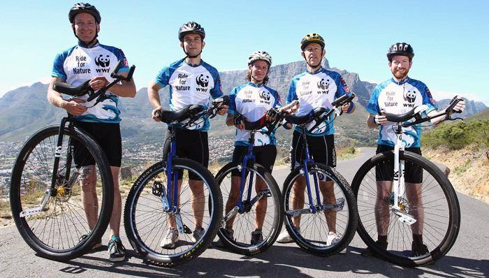Команда унициклистов с профессиональными скоростными моделями