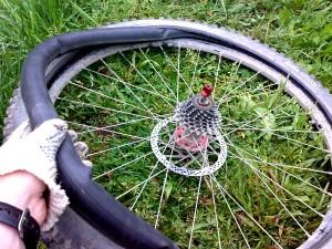 Как снять покрышку на велосипеде